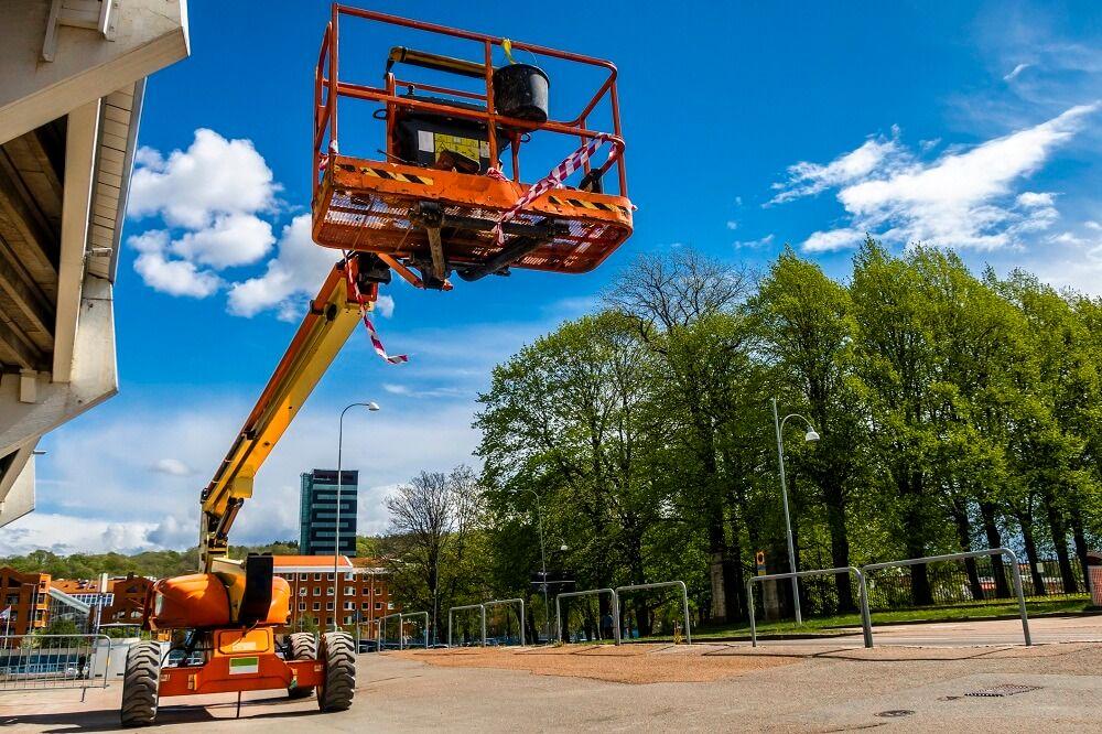 Jak bezpiecznie używać podnośniki teleskopowe?